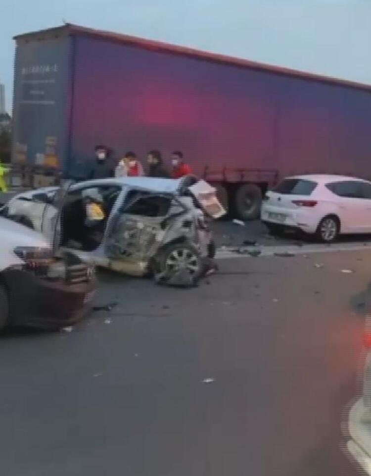 Esenyurt TEM Otoyolu'nda zincirleme kaza! Trafik kilitlendi - Sayfa 4