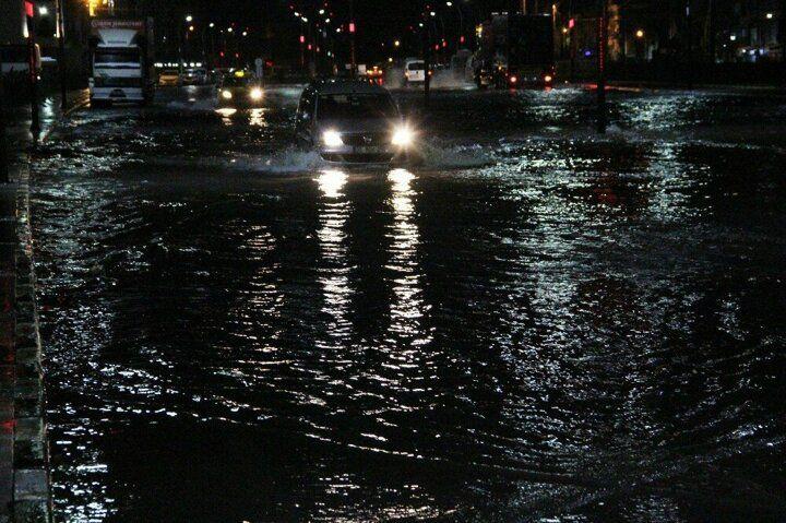 Manisa'da sağanak yağış cadde ve sokakları göle çevirdi! - Sayfa 4