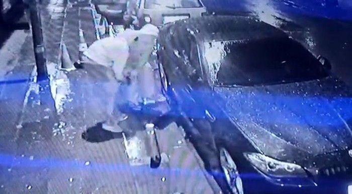 Lüks araç vatandaşların gözü önünde soyan hırsızların rahat tavırları pes dedirtti! video izle - Sayfa 2