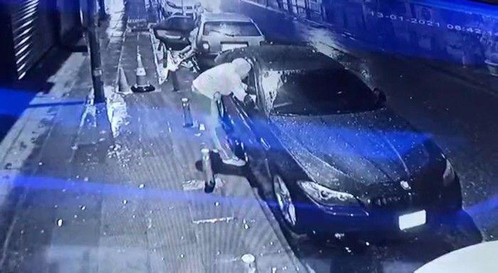 Lüks araç vatandaşların gözü önünde soyan hırsızların rahat tavırları pes dedirtti! video izle - Sayfa 3