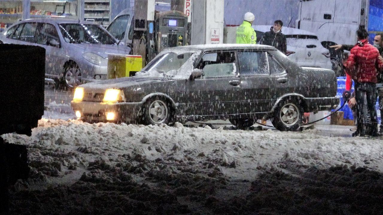 Tokat-Sivas kara yolunda yoğun kar yağışı ulaşımda aksama! - Sayfa 4