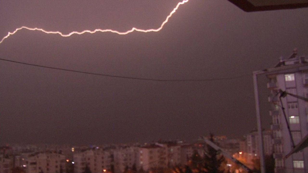 Kahramanmaraş'ta şimşekler geceyi gündüze çevirdi! video izle - Sayfa 2