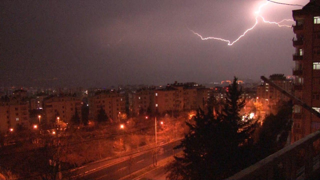 Kahramanmaraş'ta şimşekler geceyi gündüze çevirdi! video izle - Sayfa 3