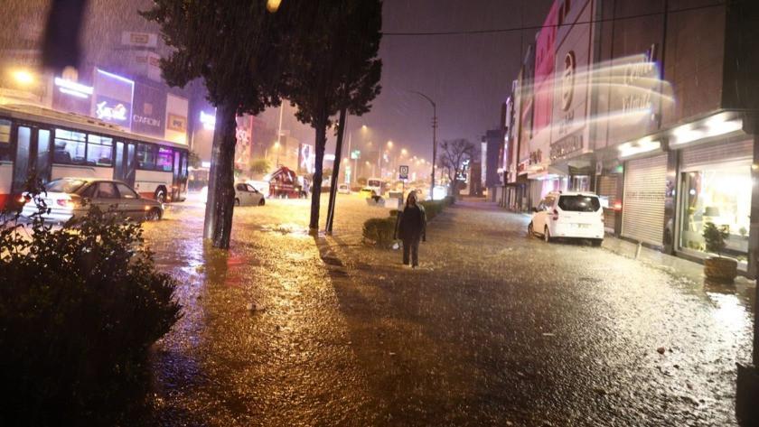 İzmir'de sel kâbusu! Vatandaşlar perişan oldu