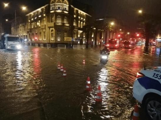 Meteoroloji uyarmıştı… Beklenen yağış bir çok ilimizde hayatı felç etti - Sayfa 4