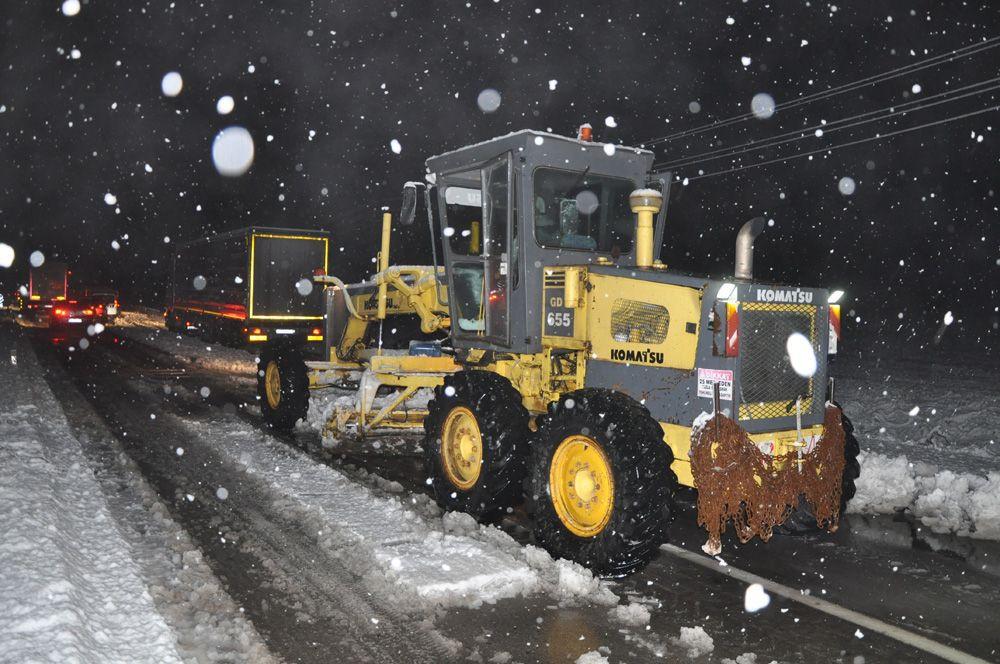 Sivas-Kayseri karayolunda 8 araç yoğun kar yağışı nedeniyle mahsur kaldı - Sayfa 2