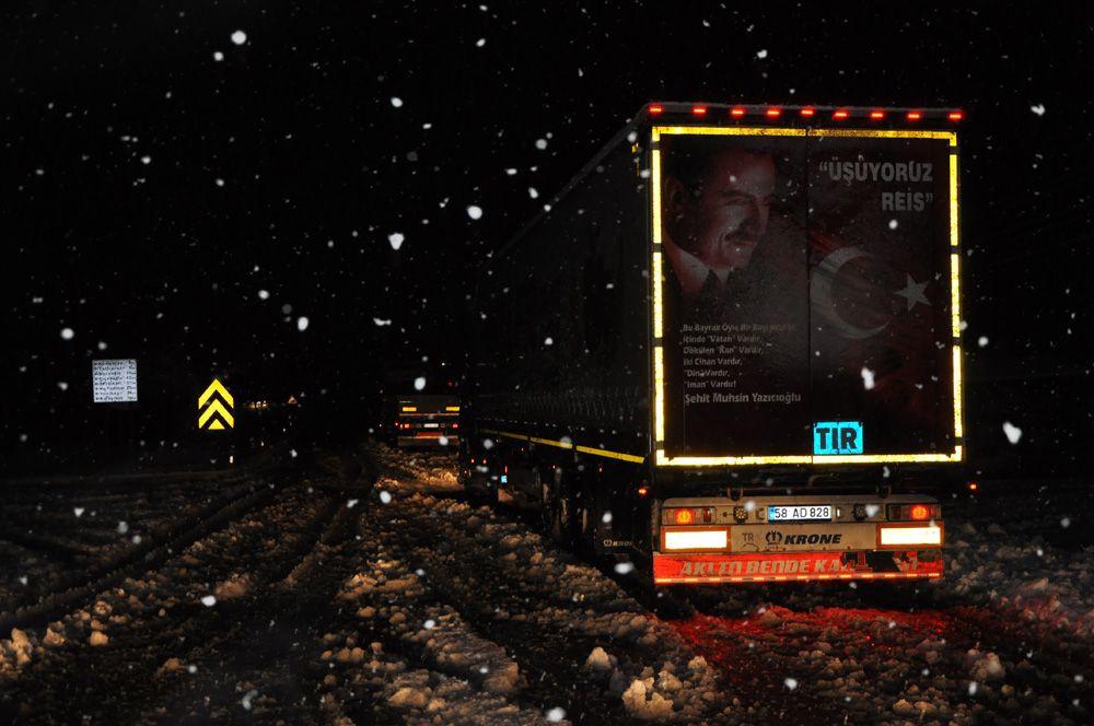 Sivas-Kayseri karayolunda 8 araç yoğun kar yağışı nedeniyle mahsur kaldı - Sayfa 3