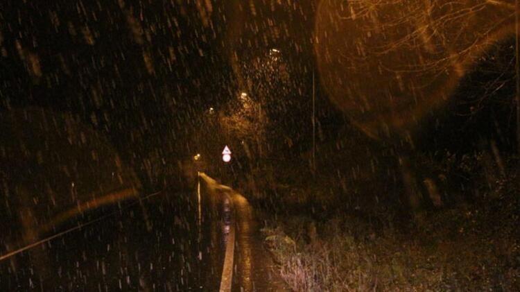 İstanbul'da lapa lapa kar yağışı! 15 Ocak İstanbul hava durumu - Sayfa 1