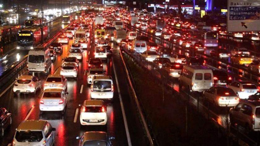 İstanbul'da trafik durma noktasında! AKOM'dan kar uyarısı geldi 18 Ocak İstanbul Hava Durumu