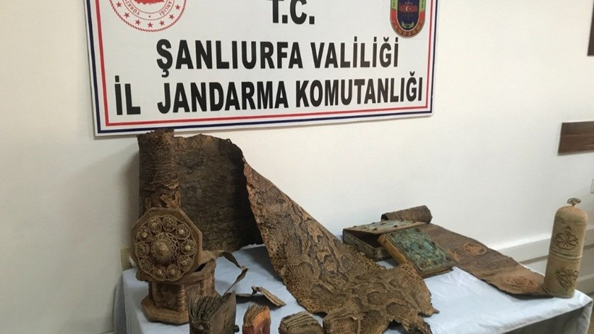 Şanlıurfa'da 4 metrelik piton derisi ele geçirildi