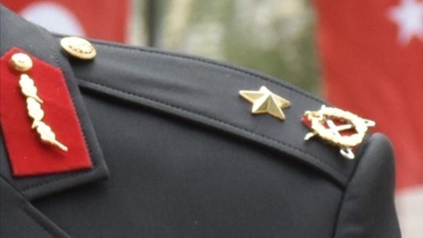 Rütbesini FETÖ elebaşının taktığı o generalin apoletleri söküldü