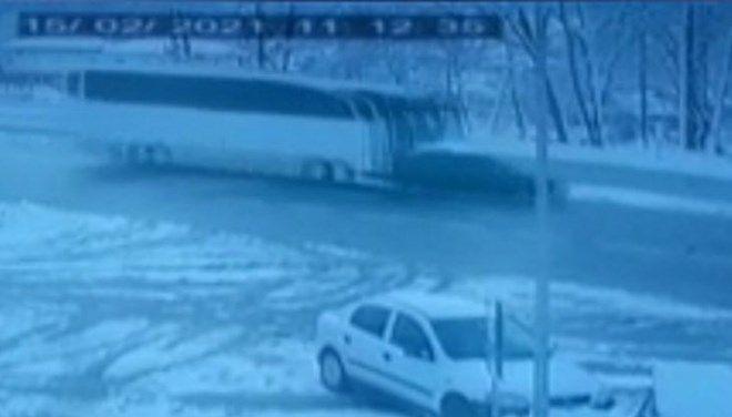 Voleybol Takımını taşıyan otobüs cipe çarptı! Yaralılar var - Sayfa 1