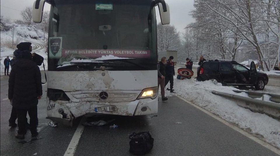 Voleybol Takımını taşıyan otobüs cipe çarptı! Yaralılar var - Sayfa 2