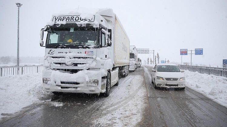 Balıkesir-Bursa karayolunda kar esareti! 15 saattir kapalı... - Sayfa 2