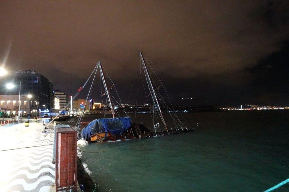 İzmir'de fırtına kabusu geri döndü! Ağaçlar devrildi, tekne yan yattı - Sayfa 1