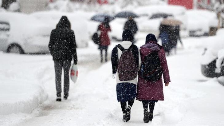 Yoğun kar yağışı yüz yüze eğitimi aksatıyor! İşte kar engelinden okulların tatil edildiği illerimiz! - Sayfa 1