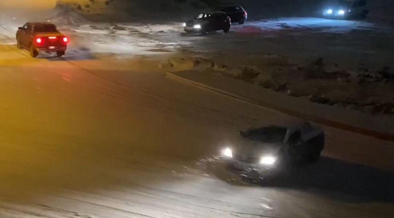 Yoğun kar yağışı etkili olunca rampada kayan araçlar birbirine böyle çarptı! - Sayfa 3