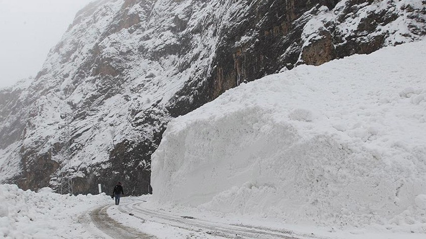 Bu bölgelerde yaşayanlar dikkat! Meteoroloji'den yoğun kar ve çığ uyarısı I 23 Şubat 2021