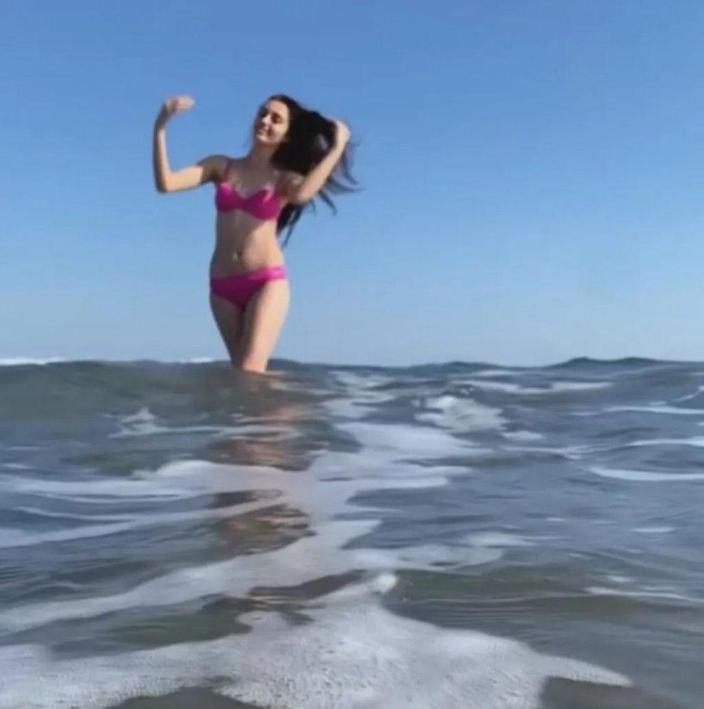 Bir Zamanlar Çukurova'nın Gülten'i Selin Genç şubat ayında bikinisini giydi denize girdi! - Sayfa 3