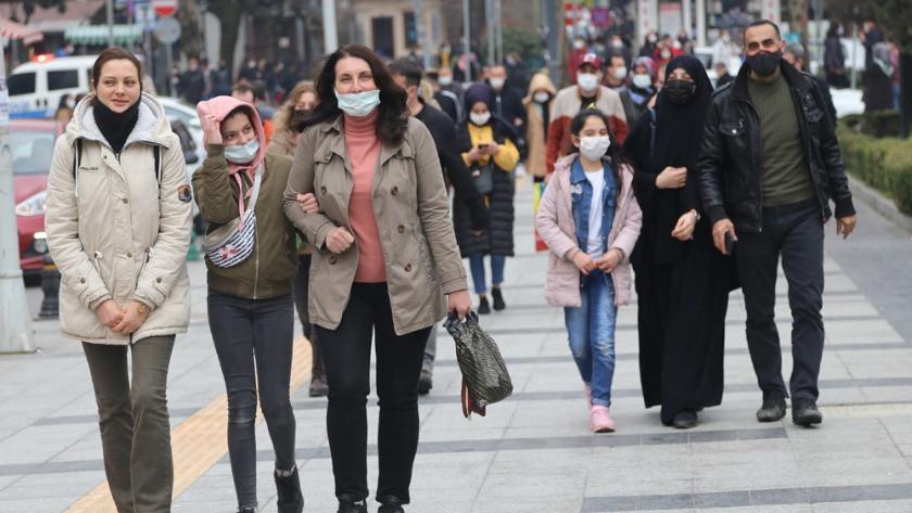 Kocaeli'de aylar sonra hafta sonu dışarı çıkan vatandaşlar cadde ve sokakları doldurdu!