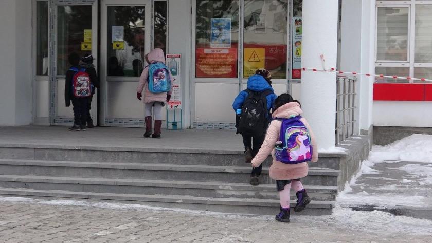 Mutant virüs tespit edilen okulda eğitime ara verildi