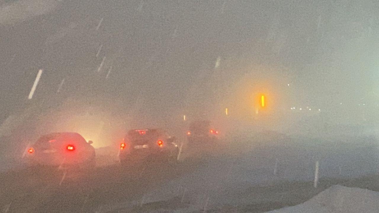 Bolu Dağı'nda tipi şeklinde yoğun kar yağışı ve sis ulaşımı olumsuz etkiliyor! video izle - Sayfa 2