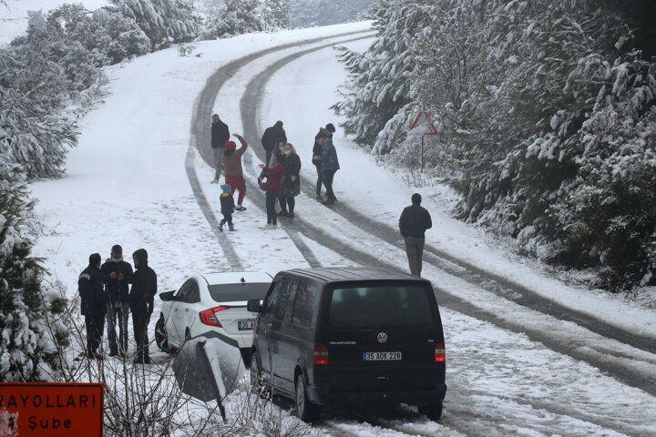 İzmir'e 1 Nisan şakası! Nisan ayında kar yağdı - Sayfa 4