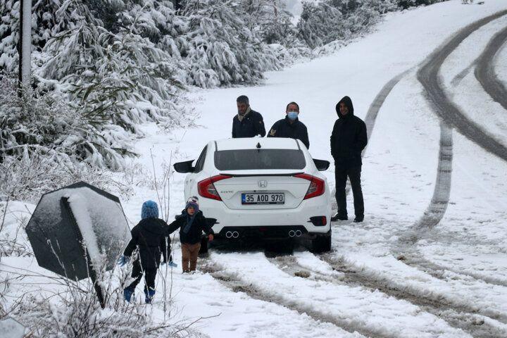İzmir'e 1 Nisan şakası! Nisan ayında kar yağdı - Sayfa 1