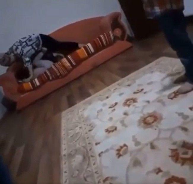 Kızını feci şekilde döven, şiddet görüntüleri sosyal medyada gündem annenin ceza belli oldu! video - Sayfa 2