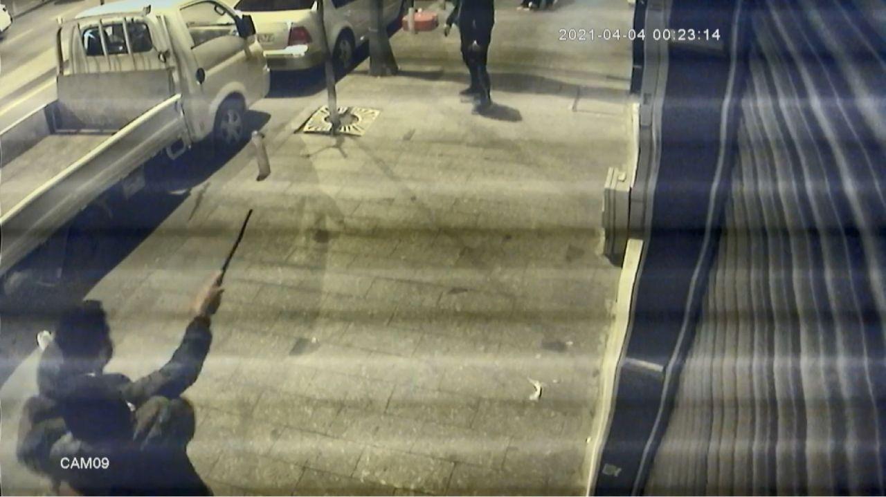 Döner bıçağıyla saldıran genci tabancayla vurdu - Sayfa 1