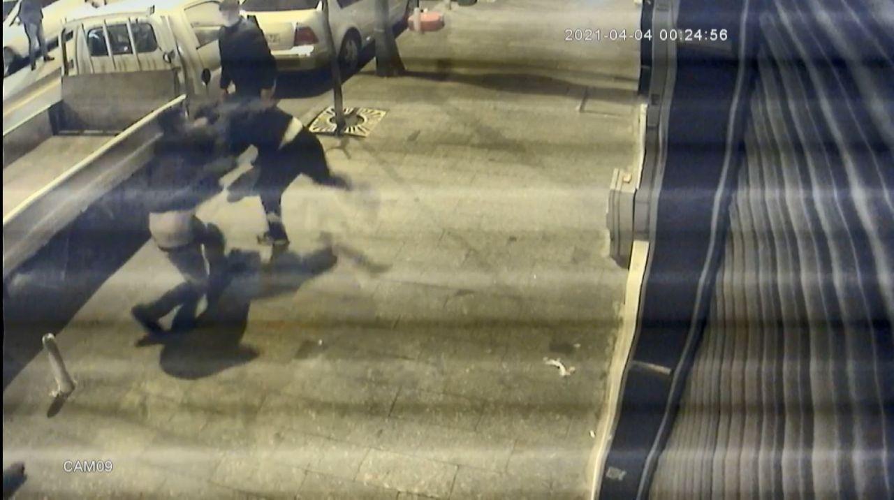 Döner bıçağıyla saldıran genci tabancayla vurdu - Sayfa 3