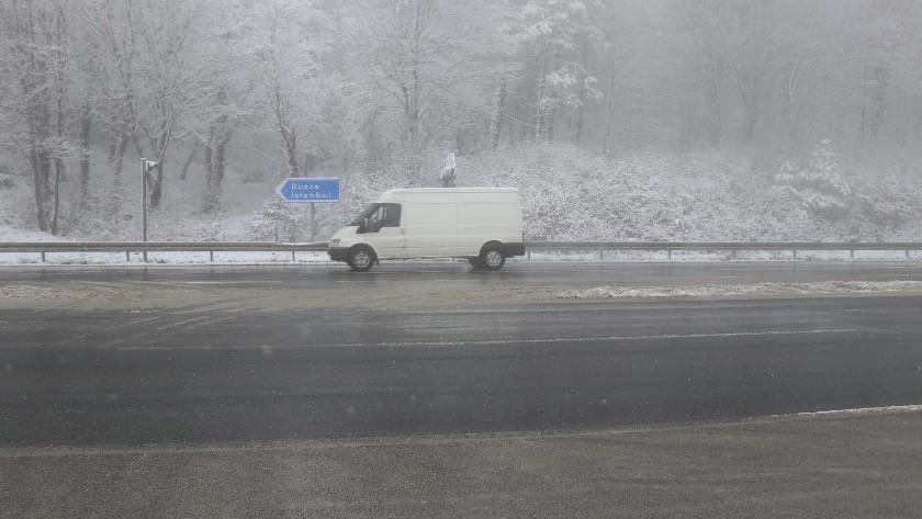 Bolu Dağı'nda hafif kar ve sis etkisini sürdürüyor