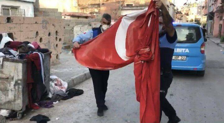 Zabıta çöpe atılan Türk bayrağını çıkarıp öptü - Sayfa 4