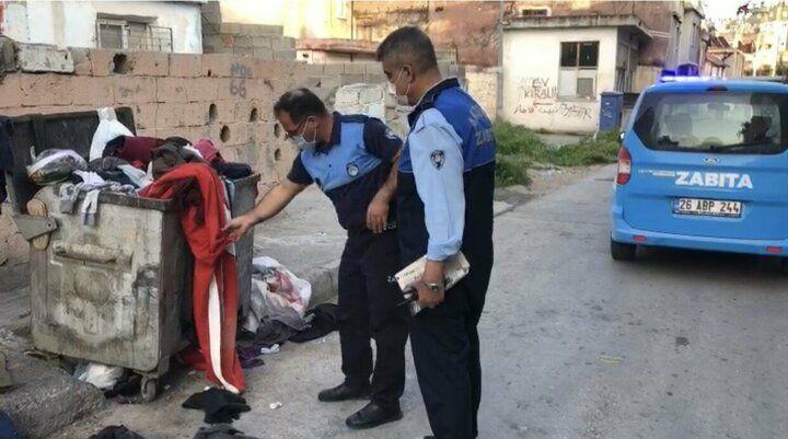Zabıta çöpe atılan Türk bayrağını çıkarıp öptü - Sayfa 1
