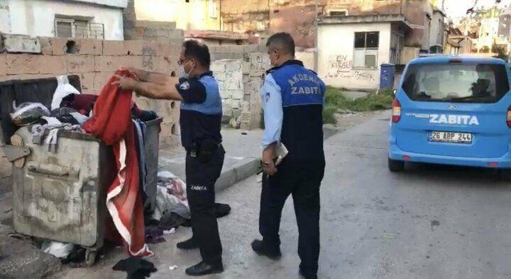Zabıta çöpe atılan Türk bayrağını çıkarıp öptü - Sayfa 2