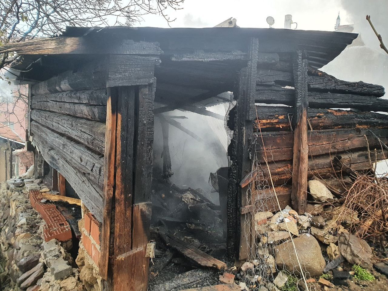 Kastamonu'd 4 evin kül olduğu yangının boyutu gün ağarınca ortaya çıktı! video izle - Sayfa 4