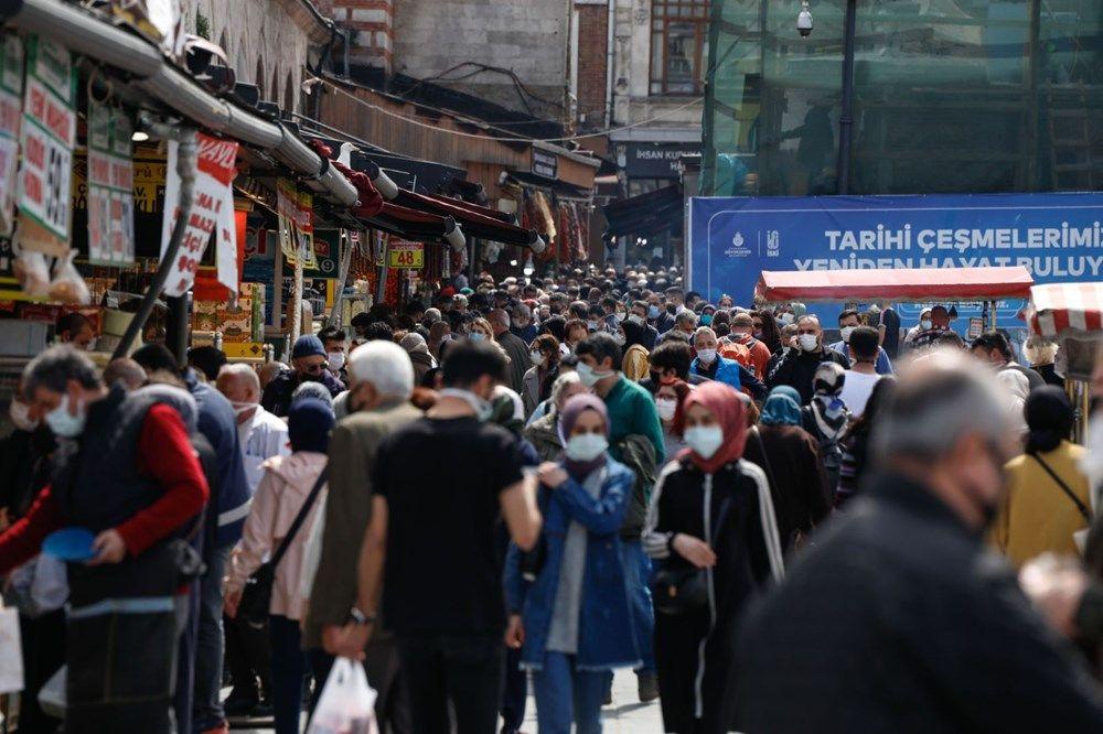 İstanbul Eminönü'nde 'kapanma alışverişi' yoğunluğu - Sayfa 1