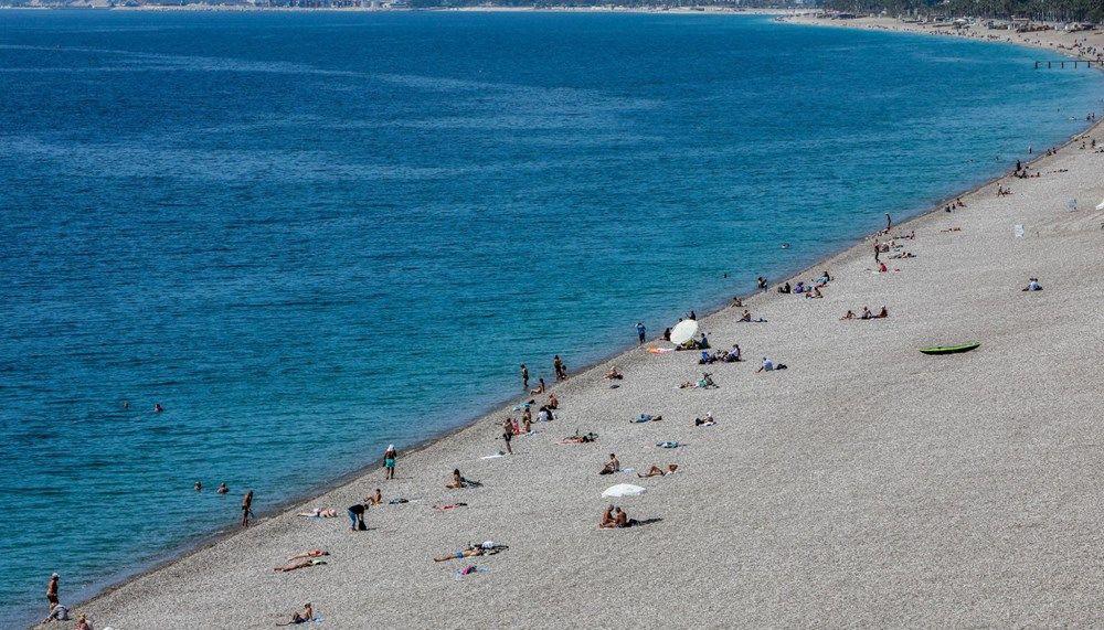 Tam kapanma öncesi Antalya'da sahillerde yoğunluk - Sayfa 1