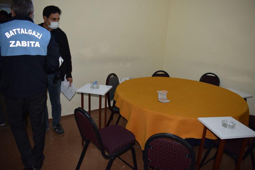 Malatya'da bir iş hanında bulunan ve koronavirüs kumarhanesine baskın! video - Sayfa 1