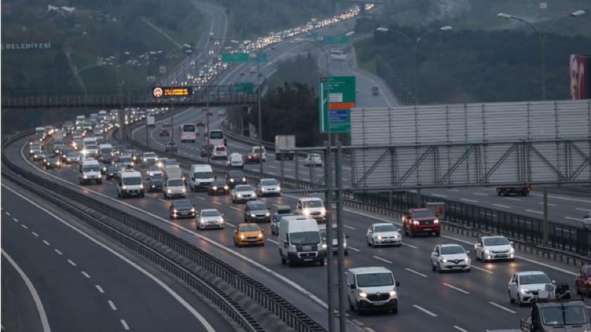 Tam kapanma öncesi kaçışlar sürüyor! İstanbul'da trafik yoğunluğu