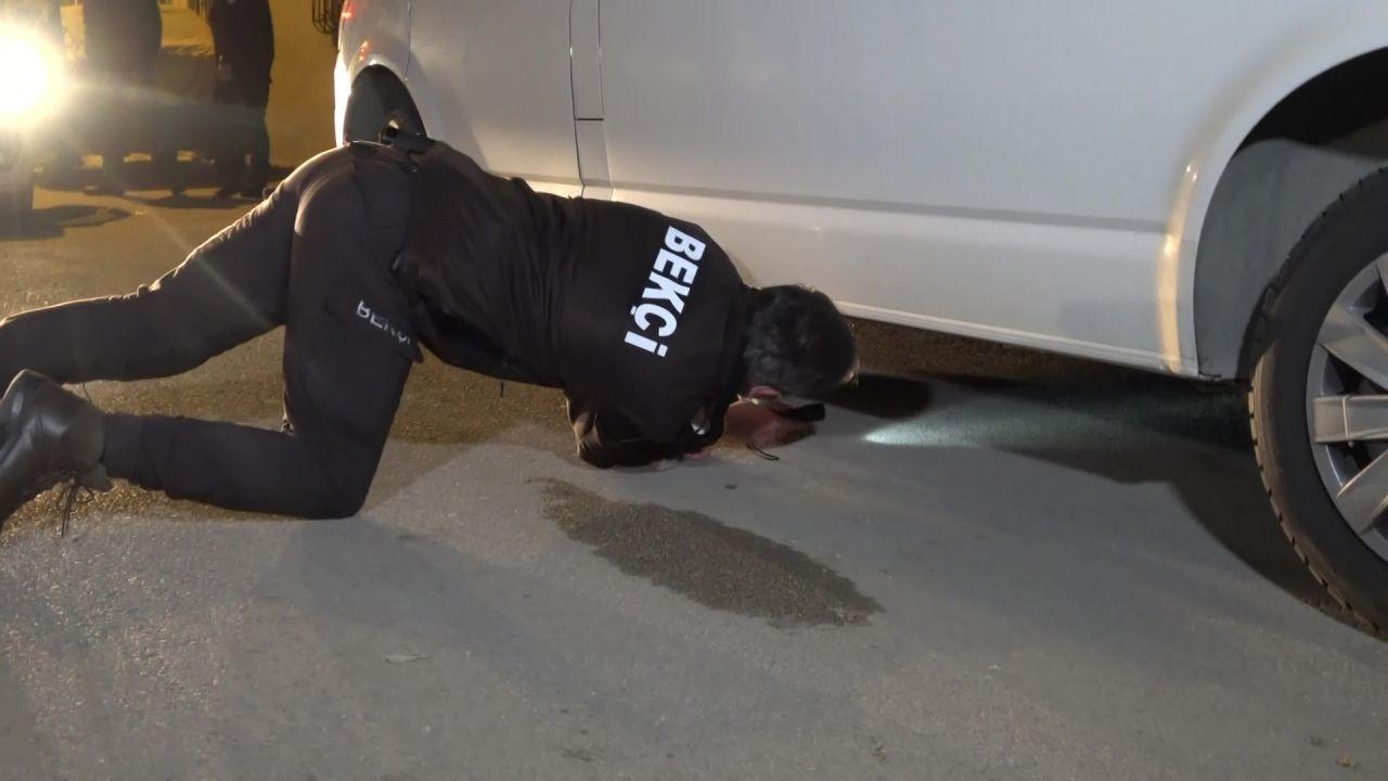 Park halindeki kamyonetin altında uyuşturucu ile yakalandılar, 'ekmek almaya çıktık' dediler! video - Sayfa 1