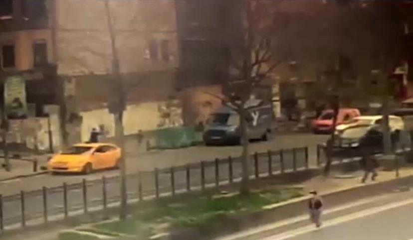 İstanbul'da silahlı çatışma anları kamerada: Çocuğunu bırakıp böyle kaçtı - Sayfa 3