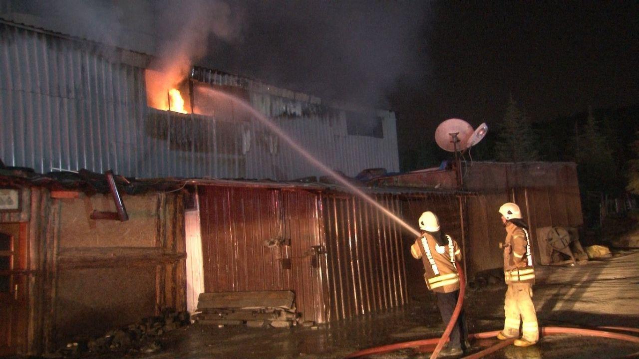 İzolasyon malzemeleri üretimi yapılan fabrikada korkutan yangın - Sayfa 1