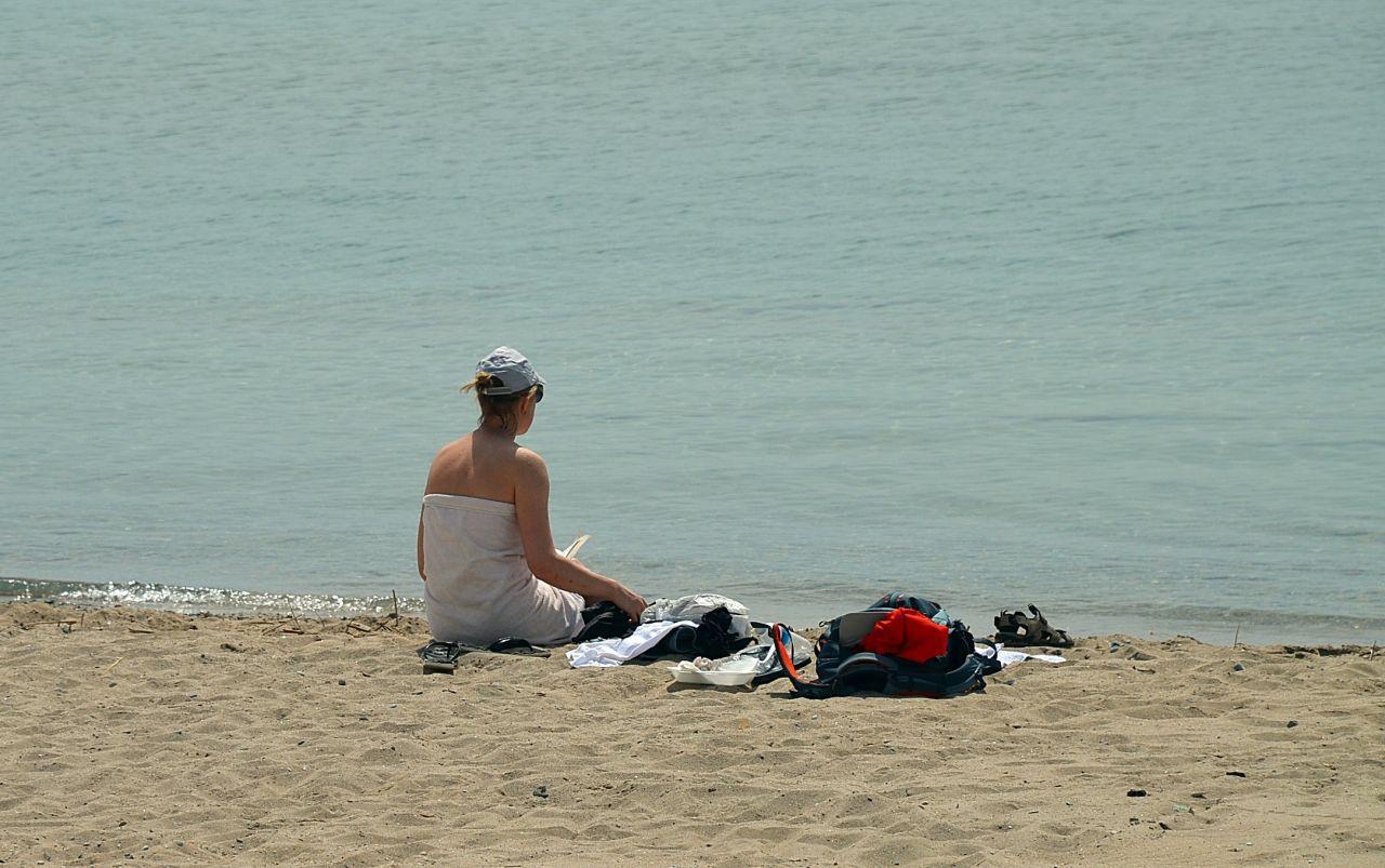 Kapanmayı fırsat bilip tenha plajda çırılçıplak denize giren turist pes dedirtti - Sayfa 3