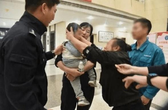 Çin'de akıl almaz bir olay! 2 yaşındaki oğlunu 202 bin liraya sattı - Sayfa 1