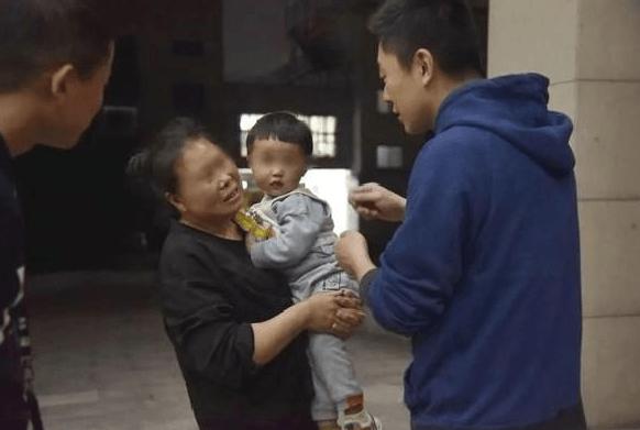 Çin'de akıl almaz bir olay! 2 yaşındaki oğlunu 202 bin liraya sattı - Sayfa 3