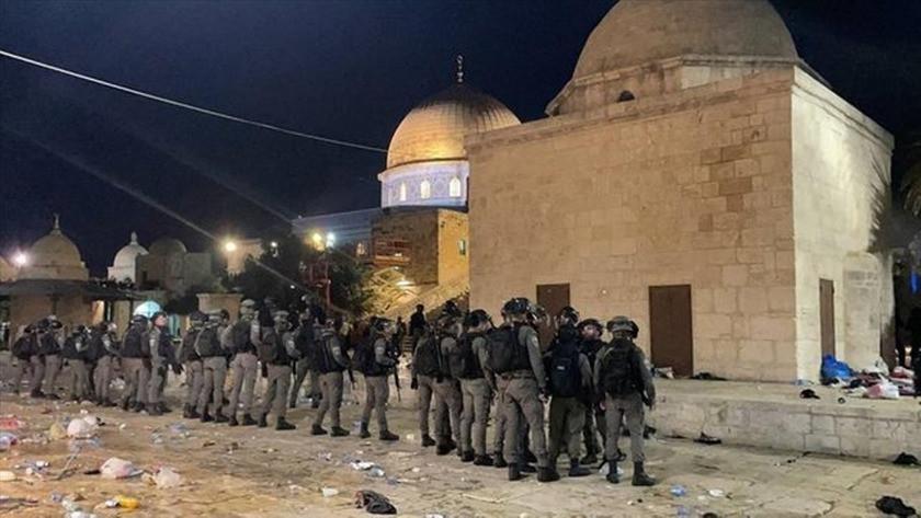 İsrail polisi Mescid-i Aksa'da ses bombalarıyla cemaate saldırdı!