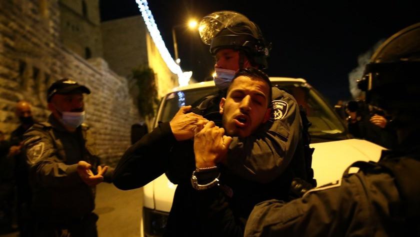 İsrail polisinden Filistinlilere ses bombaları ile saldırı!