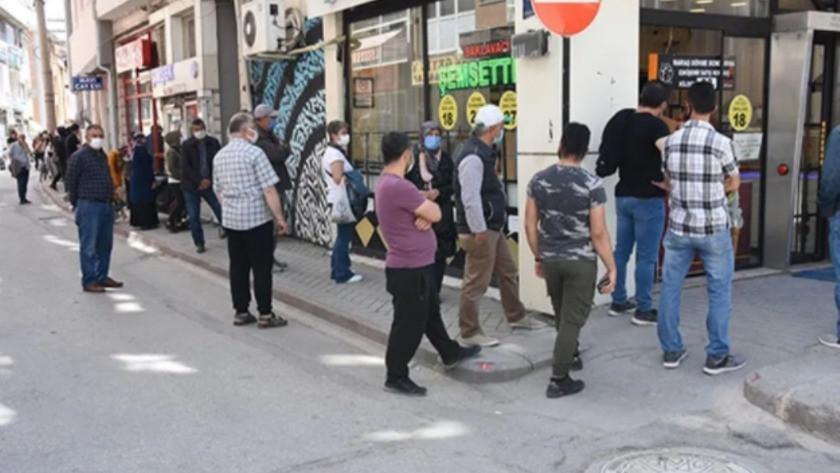 Eskişehir'de önünde kuyruk oluşan tatlıcıya ceza