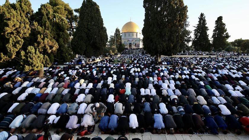 Gazze , İsrail saldırılarının gölgesinde bayram namazını kıldı